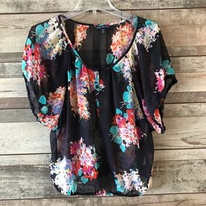 American Eagle Outfitter blue floral short sleeve